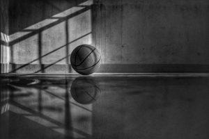 décorer une salle de jeu avec un papier peint basket