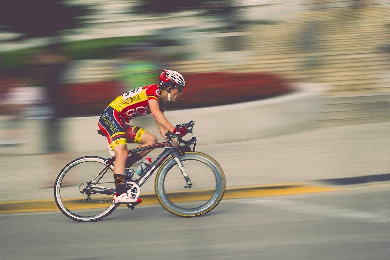 sportif à vélo